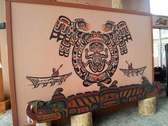 Tsa-Kwa-Luten Lodge: Local native arts