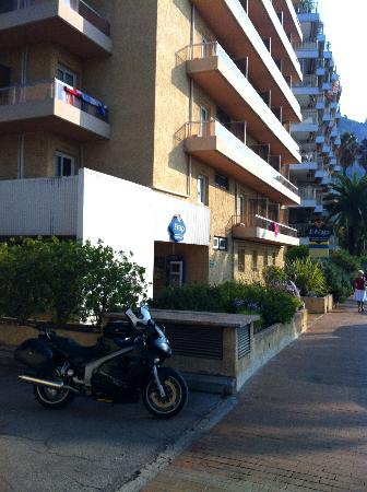 Ibis Budget Menton: View of front of Hotel, showing entrance road to underground car park
