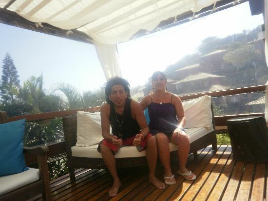 Hotel Pousada Aguazul: sillones en el deck de la pileta