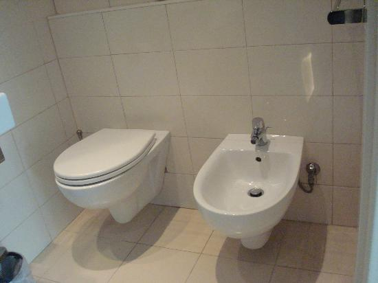 B&B La Dimora degli Angeli: bathroom with bidet