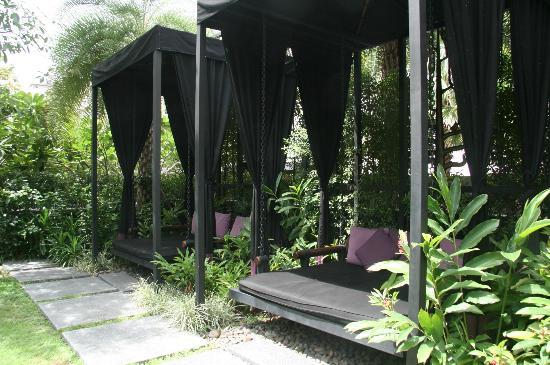 Sukhumvit 12 Bangkok Hotel & Suites: Pool area
