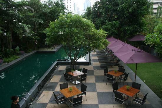 Sukhumvit 12 Bangkok Hotel & Suites : view from Restaurant above
