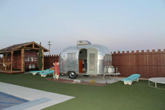 Hicksville Trailer Palace: Space-themed trailer!