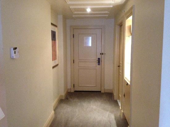 Mandarin Oriental, Washington DC: Entryway to Tai Pan Waterfront Suite