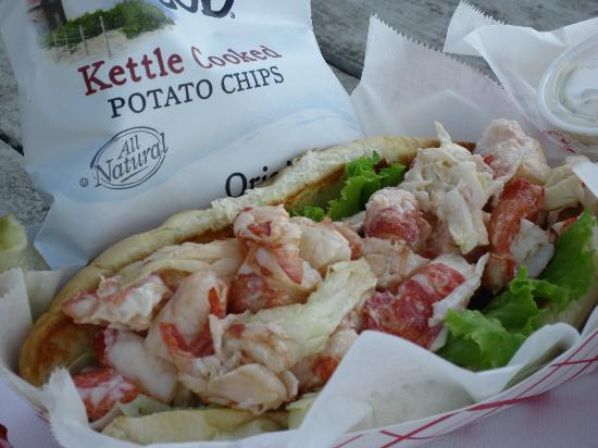 Pemaquid Fisherman's Co-Op: LOBSTER roll - so good!