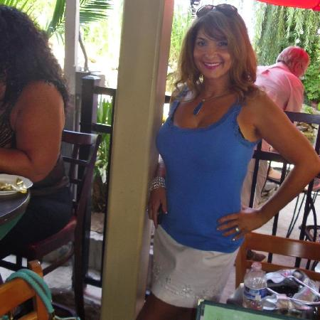 Havana Tropical Cafe: Mary enjoying Entertainer Ray Cetrell
