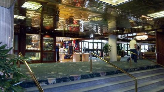 Alohilani Resort Waikiki Beach Main Lobby Entrance