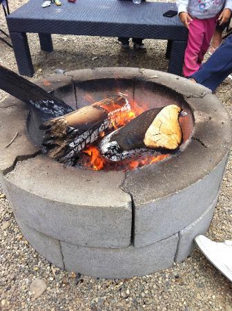 Cottonwood Cove RV Resort: Campfire!