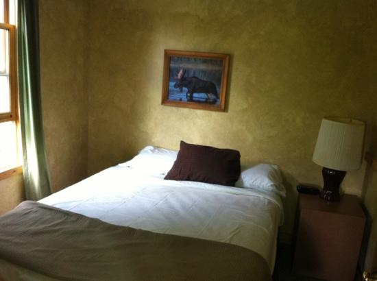 Hilltop cabins : Bedroom in Cabin # 3