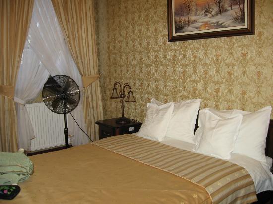 Hotel Sarmata: Bedroom on 2nd floor
