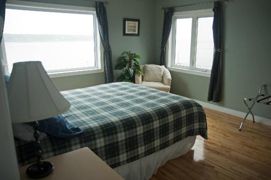 Bay Wind Suites : Bedroom