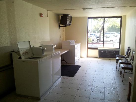 Days Hotel Oakland Airport-Coliseum: Laundry