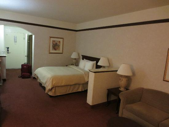 Best Western San Dimas Hotel & Suites: bed room
