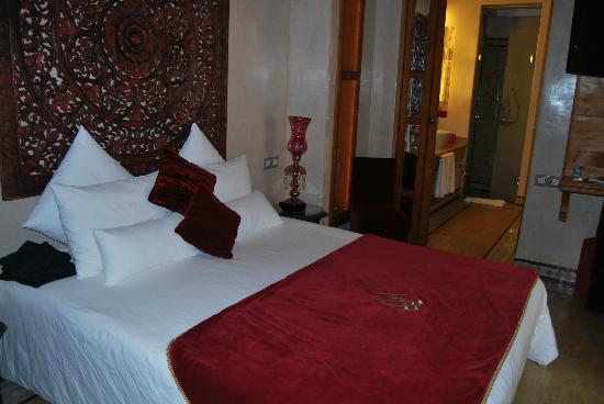 Riad Flam: mega cama
