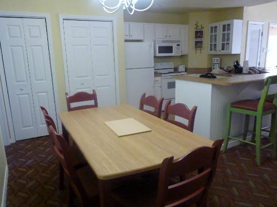 Wyndham Mountain Vista: 2 bdrm dining/kitchen area