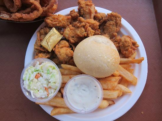 P.J.'s Family Restaurant: Crispy Fried Clam Plate