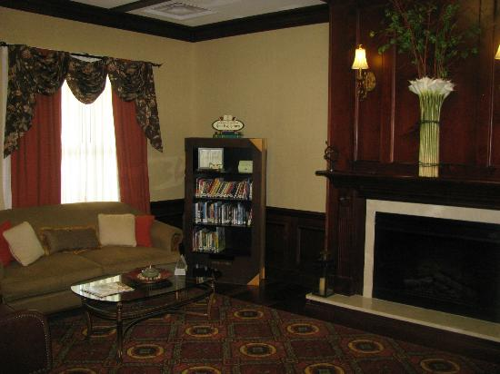 Country Inn & Suites by Radisson, Athens, GA: Reading-Meeting area near the lobby