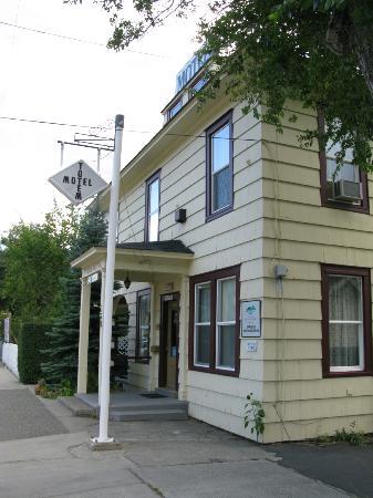 Totem Motel : Main office