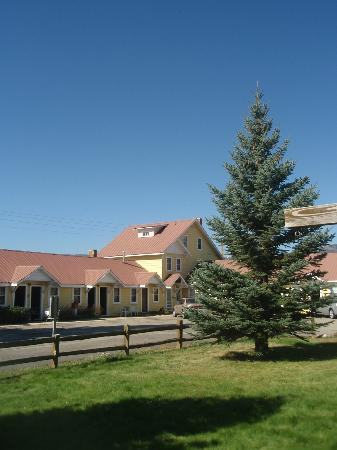 Blue Spruce Motel: In the Colorado Rocky Mountains