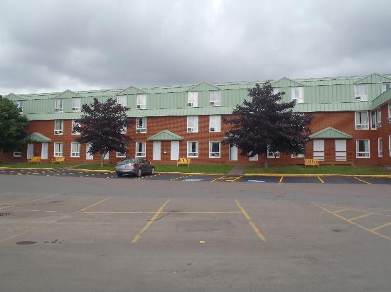 Marystown Hotel & Convention Centre: Façade avant de l'hôtel