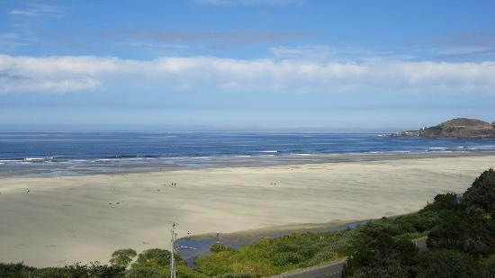 BEST WESTERN Agate Beach Inn: beach in front of the hotel