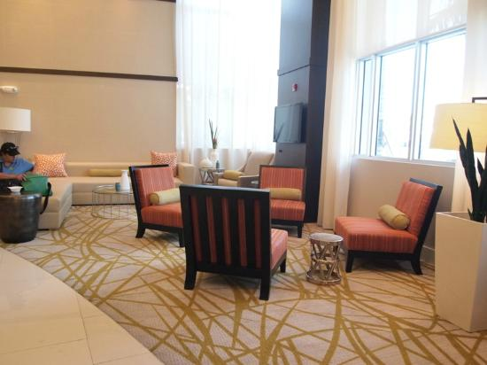 Comfort Suites Miami Airport North: Sitting Area