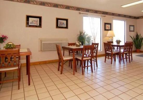 Econo Lodge Tucumcari : Lobby/B-fast area