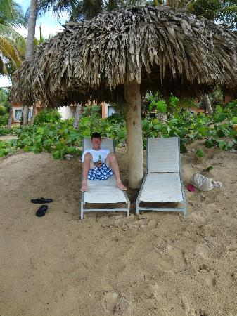 Sivory Punta Cana Boutique Hotel: beach, never had to look for a chair, always open ones available