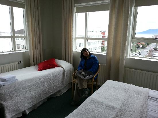 22 Hill Hotel: Hotel had a queen bed and a single bed