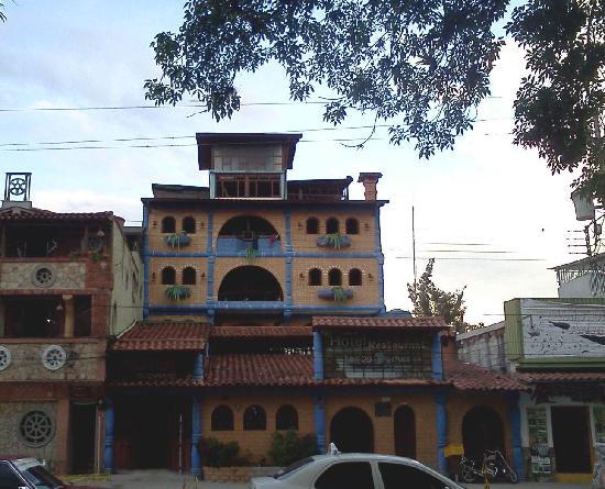 Hotel Las 20 Truchas: El frente del hotel