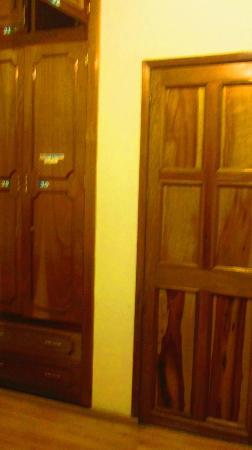 Hostal del Mercado: Puerta y Closet