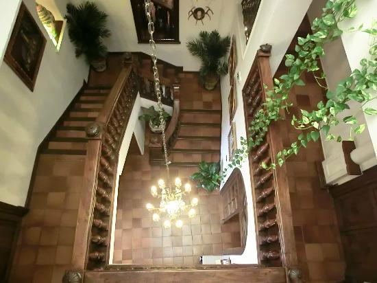 Hotel San Gabriel: Stairwell