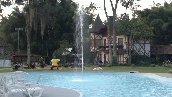 Hotel Village Le Canton: Piscina adjacente (não é térmica)