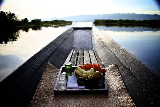 Inle Princess Resort: Go one the guided, sunset canoe paddle, it is the BEST!