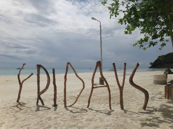 Friday's Boracay: ideal for group photos