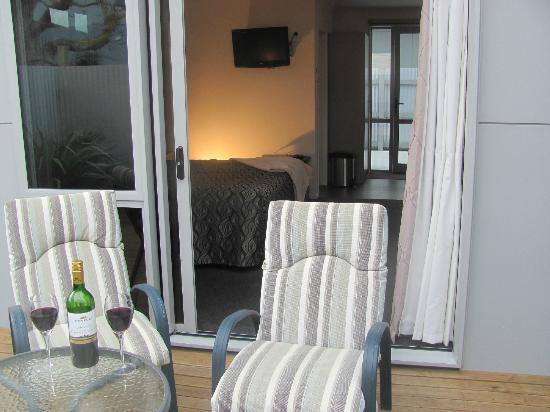 Two Tree Lodge: Our Luxury Studio Units deck area - perfect for drinking wine on a sunny day