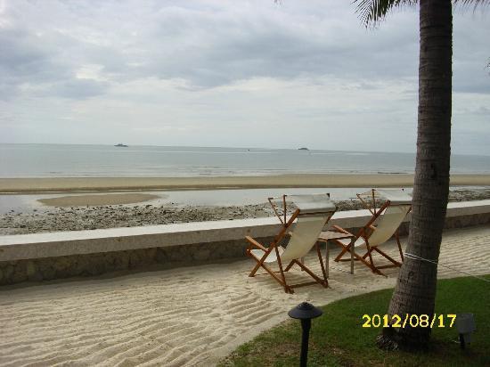 Rest Detail Hotel Hua Hin: Strand - leider gerade Ebbe