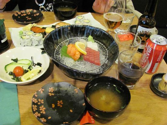 Toku Restaurant: Full setting