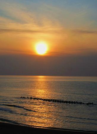 Miyakoya: 夕陽が落ちる美しい日本海