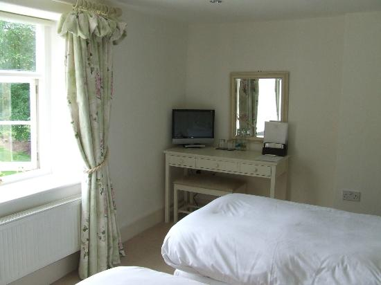 Grove Farm House: TV In Twin Room