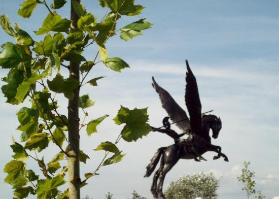 Alrewas, UK: Pegasus Memorial for the Parachute Regiments.
