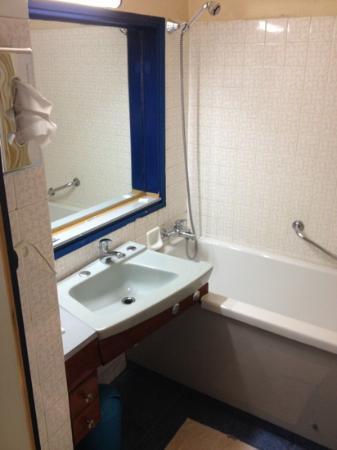 Une salle de bain des annees 70 photo de hotel le for Salle de bain annee 70