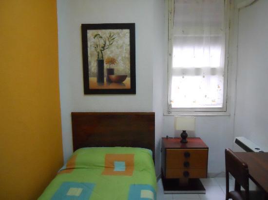 Hostal Antares : Habitación