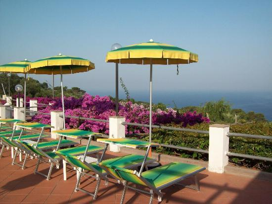Hotel Il Girasole: Pool terrace