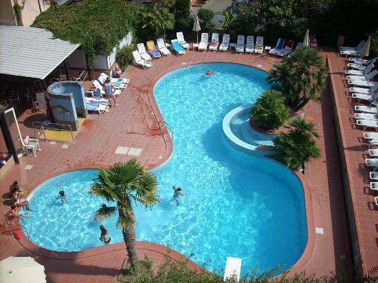 Piscina picture of hotel san giorgio savoia bellaria igea marina tripadvisor - Hotel con piscina bellaria ...