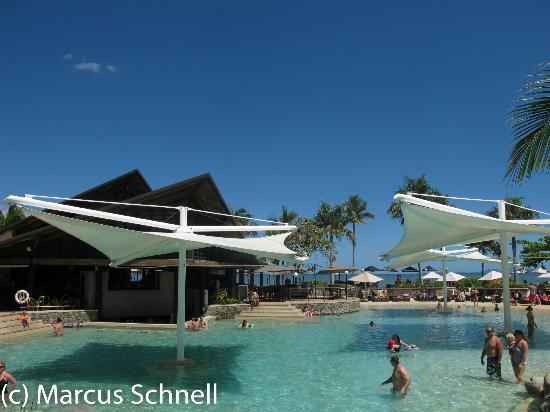 Radisson Blu Resort Fiji Denarau Island: Main Pool & Bar