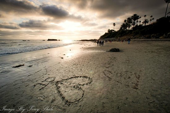 Laguna Beach, Californien:                   Heart of sand at the beach