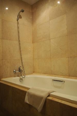 Best Western Resort Kuta: Tub