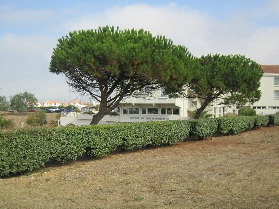 Mercure Les 3 Iles Chatelaillon Plage Hotel : jardin
