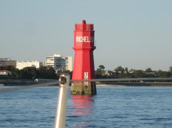Mercure Les 3 Iles Chatelaillon Plage Hotel : bouee Richelieu entree port La Rochelle